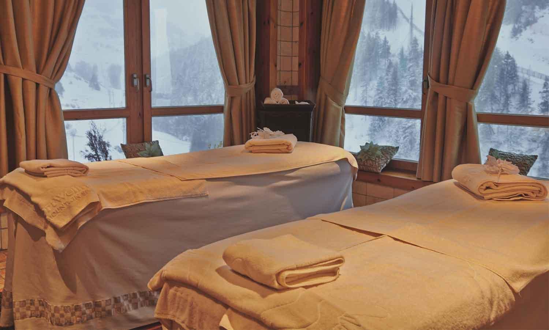 Hermitage Mountain Residences Andorra Sport Wellness Mountain Spa кабины для косметических процедур и массажи с видом на Грандвалиру