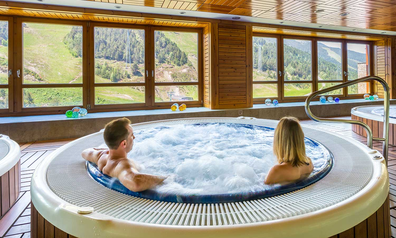 Hermitage Mountain Residences Sport Wellness Mountain Spa Soldeu Jacuzzis interiors amb vistes a la muntanya