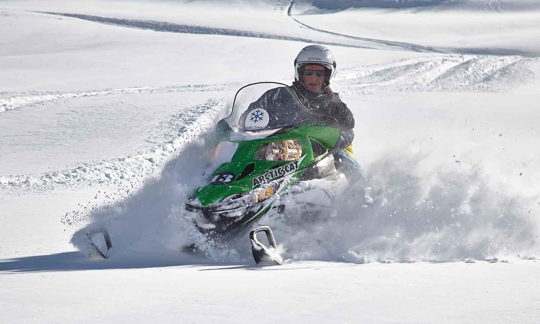 Hermitage Mountain Residences psseigs amb motos de neu per les muntanyas de Soldeu Andorra