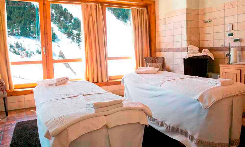 Sport Wellness Mountain Spa Detall de cabina doble amb vistes a l'estació d'esquí