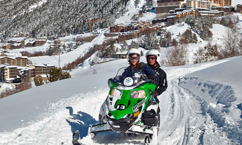 Hermitage Mountain Residences Grandvalira promenades en motoneige